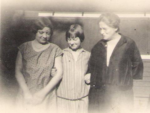 Lizzie, Olwyn and Alice 001